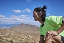 Føl dig helt fri med de nye trådløse sportshovedtelefoner JBL® Endurance PEAK