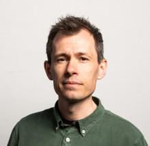 Gaute M. Sortland aktuell med ny novellesamling om det såre og fine i å skilja seg ut