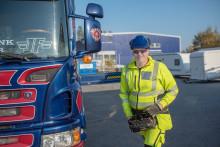 Stor efterfrågan på lastbilsförare men på Komvux minskas antalet platser