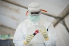 Prövningar av ebolamedicin stoppade i Liberia
