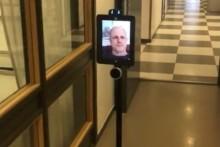 NTI Gymnasiet testar robotar i klassrummen