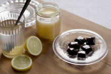 Så hjälper honung mot rethosta och halsont