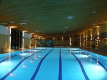 Undervattensbelysning för bassänger och äventyrsbad – behövs det?