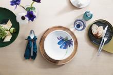 Formale Klarheit trifft moderne Blütenpracht – Artesano Flower Art: Plakatives Blumendekor für ausgesuchte Geschirrteile