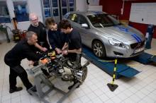 Eleverna som blir först med att lära sig reparera Volvo V60 Laddhybrid