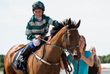 Fanny Olsson representerar Sverige i Lady Jockeys' Thoroughbred World Championship