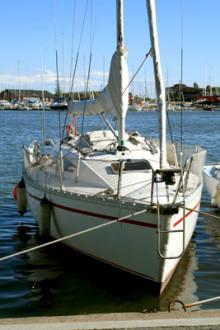 Grundstötning pinsammast på båtsemestern