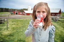 Skolbarn möter Arlabönder på Sveriges största bondgårdsbesök