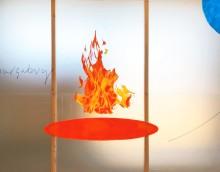 Peter Hagdahls konst förenar den digitala och fysiska världen i en intrikat visuell väv på Färgfabriken.