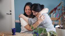 Apoteksgruppen lyfter medarbetarberättelser i årets kampanj Färgstarka mot cancer