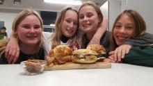 Unge kokke kæmpede i skolekøkkenet på Bælum Skole