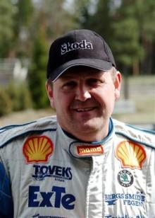 Rallycross-EM: Lasse Larsson kör för seger i Frankrike