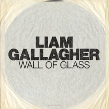 "Den ikoniska frontmannen Liam Gallagher har släppt singeln ""Wall Of Glass"""