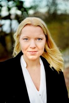 Carina Bergfeldt, författare och journalist, gästar Lidköpings Stadsbibliotek