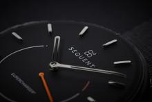 Verdens første automatiske, selvoppladbar hybrid armbåndsur med pulsmåler
