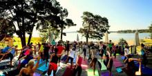Här kan du yoga utomhus i Sommarsverige!