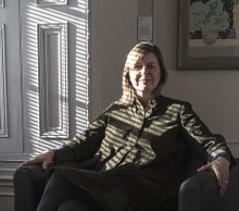 Andrea Peach ny professor i konsthantverk med inriktning konsthantverkshistoria och -teori