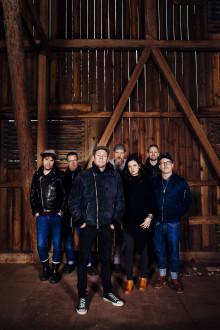 1-2  Augusti - Västanå Folk Festival med Magnus Stinnerbom & Västanå Orchestra med vänner, två konserter i Berättarladan!