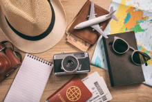 Hälften av svenskarna läser på om resmålet inför semestern – bara en fjärdedel sparar pengar