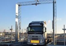 Första lastbilen har rullat igenom APM Terminals nya självservice port