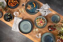Un look de terre cuite nouveau et moderne : Crafted pour des styles culinaires branchés et des compositions de table tendance