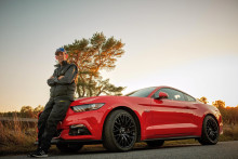 Lennart (97) kjøpte seg ny Ford Mustang med 421 HK!
