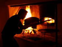 Kvällsöppet på Gunnebo Kaffehus och Krog - säsongens råvaror över öppen eld