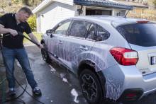 Bilvask i sommervarmen på 10 minutter (Video: Slik gjør du det)
