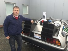 Mit einem Osteopath zurück in die Zukunft: Dr. Oliver Wirtz baut DeLoreans als Zeitmaschinen nach