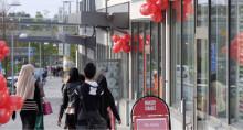 Idag öppnar fyra butiker på Rinkebystråket