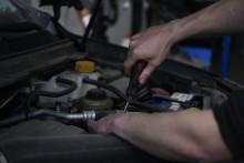 Autoexperten kan bygga om alla fossilbilar till etanoldrift på sju år