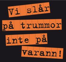 Vi slår på trummor inte på varann • En manifestationskonsert mot våld med 140 trummisar från Segevångsskolan