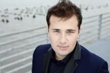 Ung talang inviger NorrlandsOperans nya Steinwayflygel