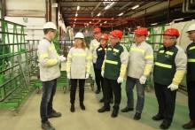 Arbeidsminister Anniken Hauglie på besøk på Pilkington