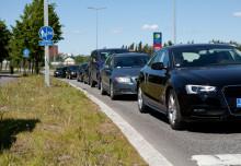 Täyteen pakattu auto ja väärä rengaspaine – mitä vaaratilanteita tästä liikenteessä seuraa?
