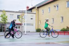 Nu får 200 stockholmare lära sig cykla genom Cykelfrämjandets nybörjarkurser
