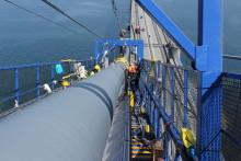12.000 liter vand drevet ud af højbroens kabler