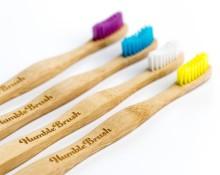 Tandborstar i bambu som gör dubbel nytta