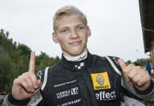 Martin Rump ryckte i toppen på Formel Renault 1,6