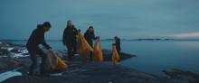 Hotad svensk kust städas av tusentals ungdomar