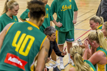 Alvik Baskets coach Jurgita Kausaite blir historisk – igen