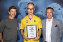 Jonas Wigh, Dalen-Krokslätts FF,  tilldelas Woody Ungdomsledarstipendiet 2016