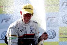 Ola Nilsson klar mästare i Volkswagen Scirocco R-Cup 2012 efter centimeterseger