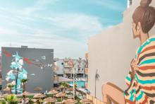 Taiteilijat viimeistelevät teoksillaan Tjäreborgin uuden designhotellin