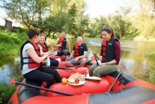 Wo Wasser und Wein gemeinsam fließen: Weingüter an Thüringer Flüssen laden zur besonderen Weinlese ein