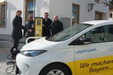 Neue Stromtankstelle vor dem Rathaus in Obertraubling