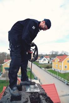 Pelletsproducenten Scandbio fördjupar samarbetet med Sveriges sotare, SSR