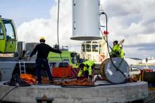 Första stora vågkraftsgeneratorn sjösatt i Lysekil