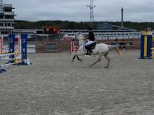 Nääs Ryttarförening ordnar hopp på Åby Travbana