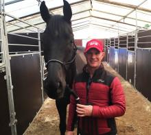 Så kan vi lära våra hästar att trivas i alla sorters miljöer - clinics med Tristan Tucker